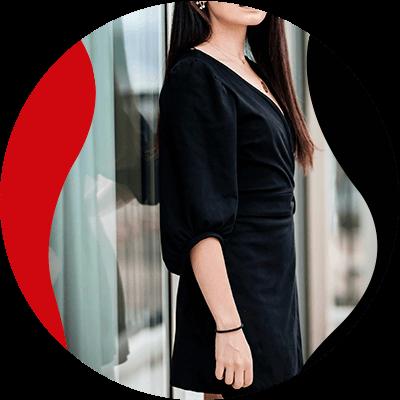 Fashion Trends - mujer con vestido negro