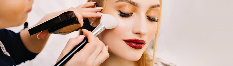 Fashion Trends- Combina tu maquillaje con las prendas de vestir que se encuentran a la moda - Banner